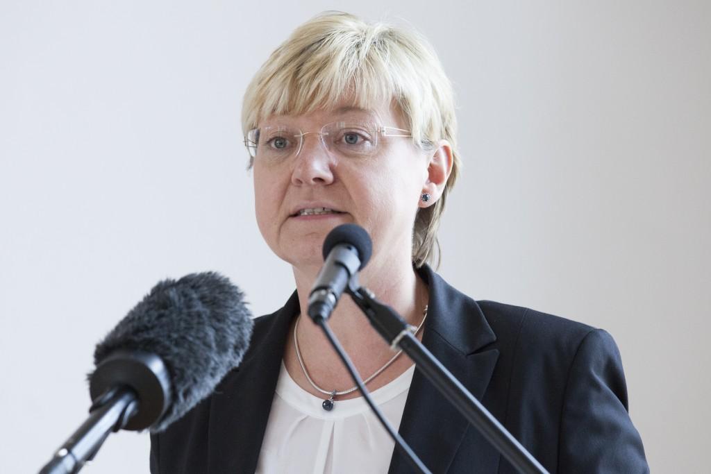 Frauke Heiligenstadt bei Ihrer Rede zum 70. Jahrestag der Befreiung des Strafgefängnisses Wolfenbüttel. Foto: Gedenkstätte in der JVA olfenbüttel/ Yvonne Salzmann.