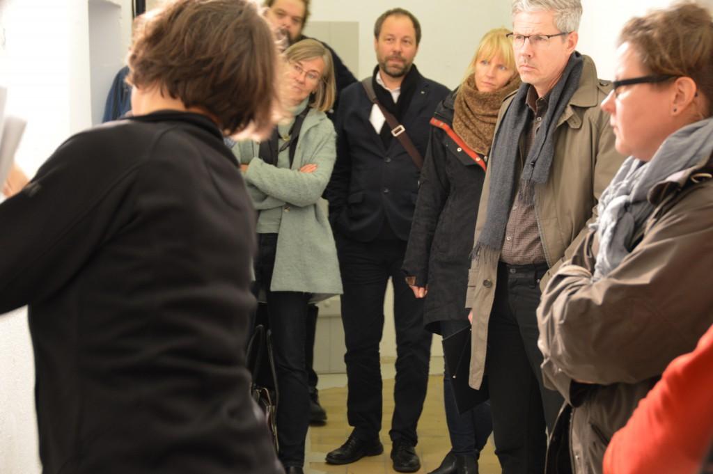 Barbara Schulz erläutert die Änderungen im historischen Baubestand, Foto: Stefan Wilbricht/GWF