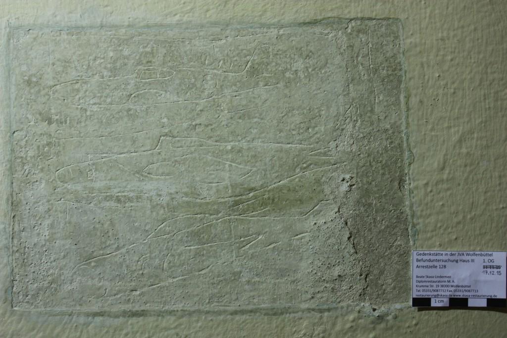 In Zelle 128 wurden neben mehreren Inschriften auch Darstellungen von Flugzeugen entdeckt, Foto: Beate Skasa-Lindermeir