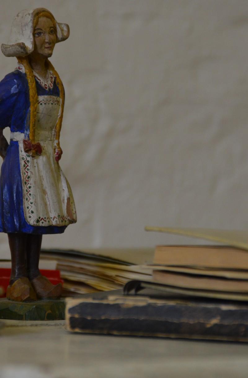 Holzgeschnitzte Figur aus dem Nachlass des norwegischen NN-Gefangenen Wilfred Jensenius. Im Sommer 2015 an die Gedenkstätte übergeben. (Foto : Anett Dremel/Gedenkstätte in der JVA Wolfenbüttel)