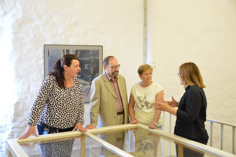 Martina Staats im Gespräch mit Simona Häring, Dr. Aleš Kýr und Alena Kafkowa (v.l.).